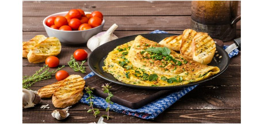 Tower Healthy Quick Dish: Omelette Pancakes with Tomato and Pepper Sauce