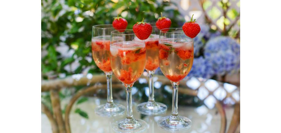 Wonderful Wimbledon Treats- Strawberry & Basil Champagne Cocktail and Murray Mint Chocolate brownie recipes